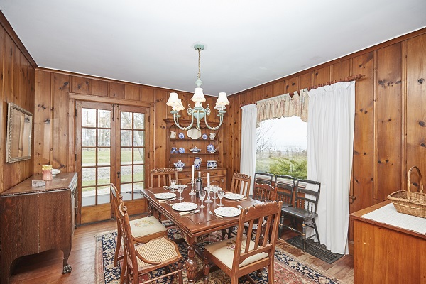 Windmill Point Place - Dining Area - Lake Erie Cottage Rentals