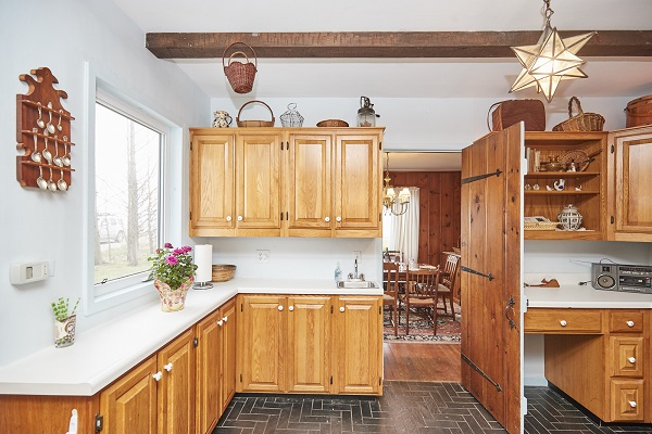 Windmill Point Place - Kitchen - Beachfront - Lake Erie Cottages for Rent