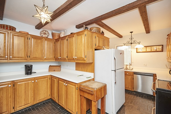 Windmill Point Place - Kitchen - Lakefront - Lake Erie Cottage Rentals
