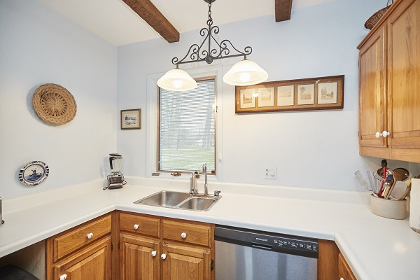 Windmill Point Place - Kitchen - Lakefront - Lake Erie Cottages for Rent
