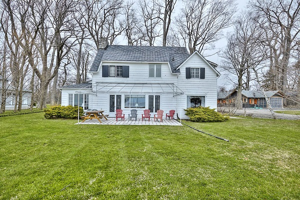 Windmill Point Place - Lakefront - Lake Erie Cottages for Rent