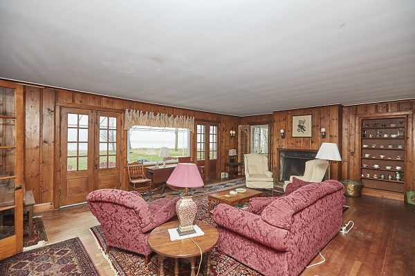 Windmill Point Place - Living Room - Lake Erie Cottage Rentals