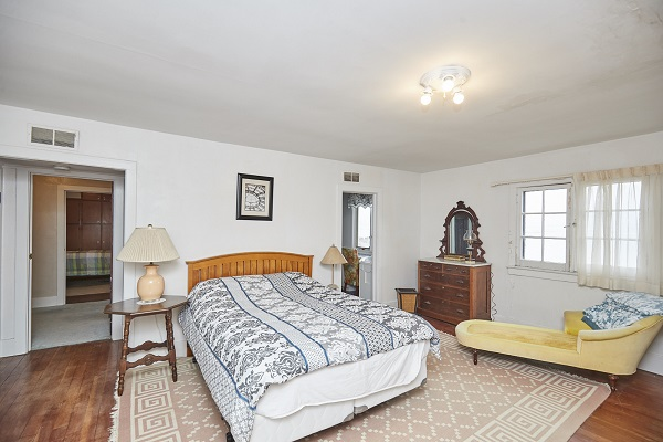 Windmill Point Place - Master Bedroom - Beachfront - Lake Erie Cottage Rentals