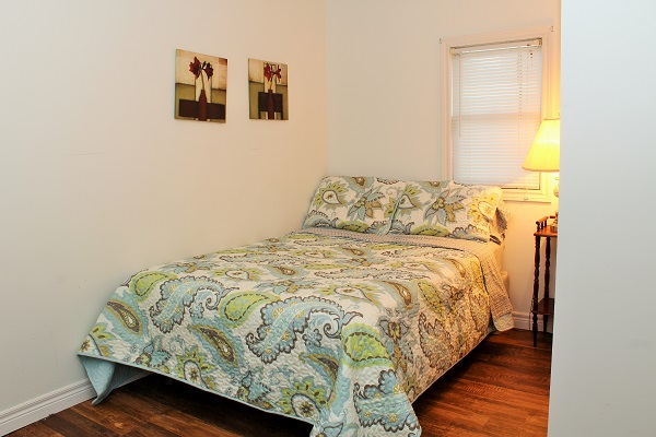Beach Breeze Cottage - Bedroom (Double Bed) - Crystal Beach Cottage Rentals