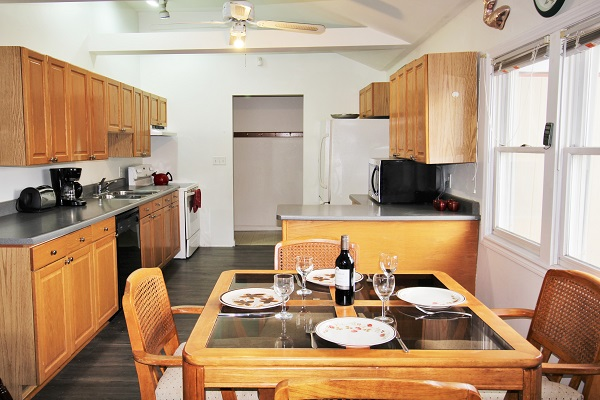 Beach Breeze Cottage - Dining Area - Crystal Beach Cottage Rentals
