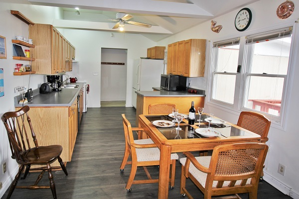 Beach Breeze Cottage - Dining Area - Crystal Beach Cottages For Rent