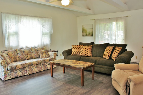 Beach Breeze Cottage - Living Room - Crystal Beach Cottage Rentals