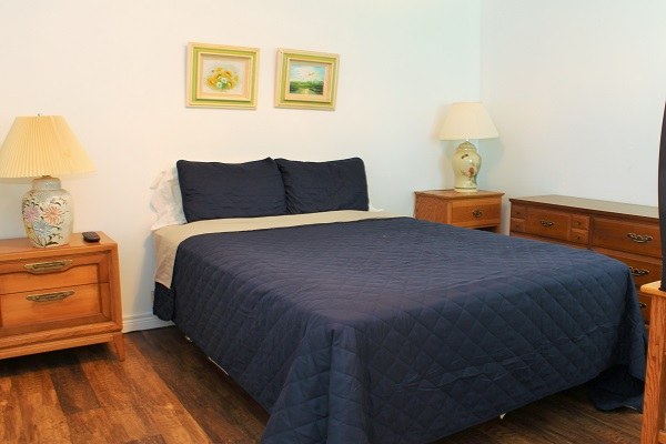 Beach Breeze Cottage - Master Bedroom with ensuite - Crystal Beach Cottage Rentals