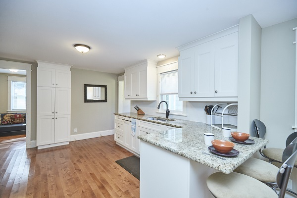 Rise N Shine - Kitchen Breakfast Bar - Crystal Beach Cottage Rentals - Ridgeway ON - 2