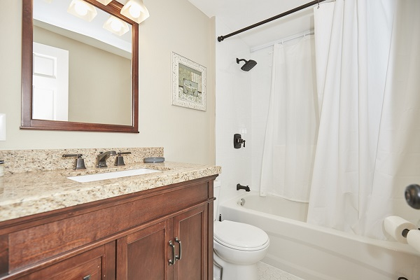 Rise N Shine - Main Bathroom - Crystal Beach Cottage Rentals - Ridgeway ON