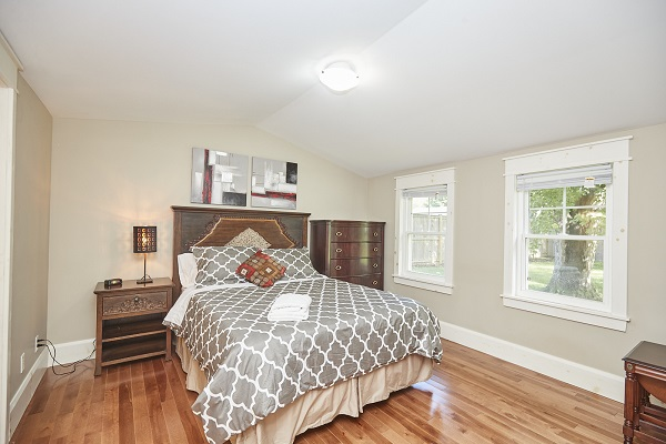 Rise N Shine - Master Bedroom - Crystal Beach Cottage Rentals - Ridgeway ON - 2