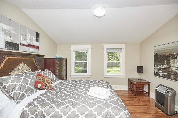 Rise N Shine - Master Bedroom - Crystal Beach Cottage Rentals - Ridgeway ON - 3