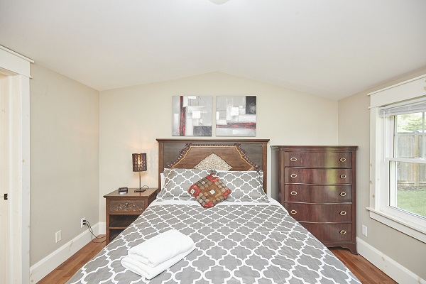 Rise N Shine - Master Bedroom - Crystal Beach Cottage Rentals - Ridgeway ON