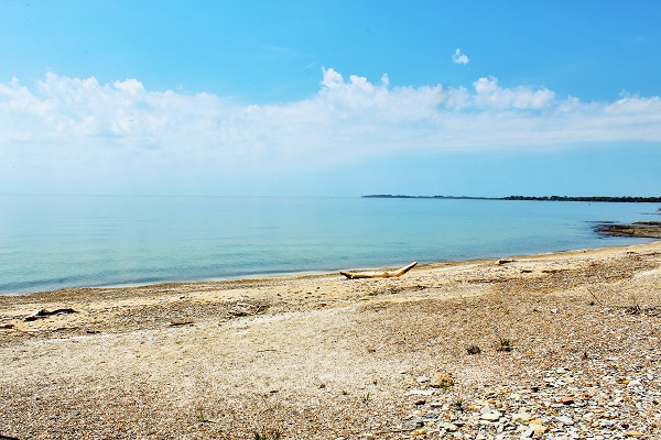 Windmill Point Place - Lake front - Private Beach - Lake Erie Cottages for Rent