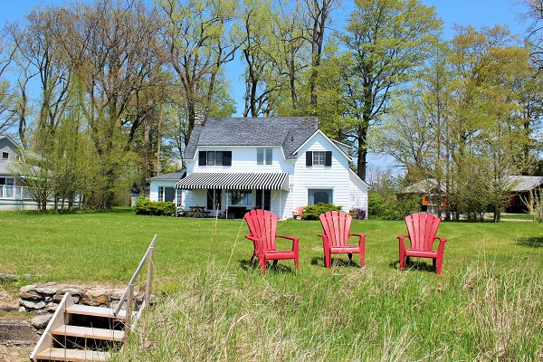 Windmill Point Place - Private Beach - Waterfront - Lake Erie Cottages for Rent