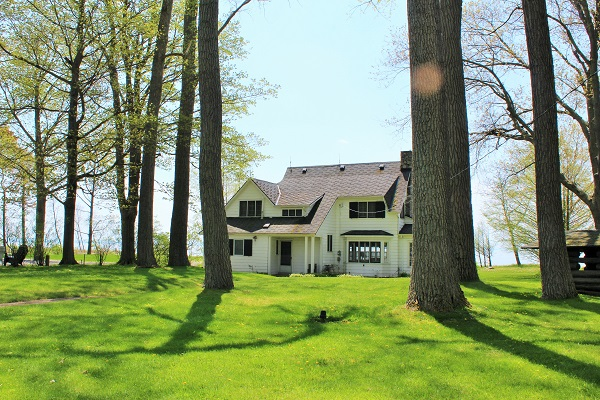 Windmill Point Place - Waterfront - Lake Erie Cottages for Rent