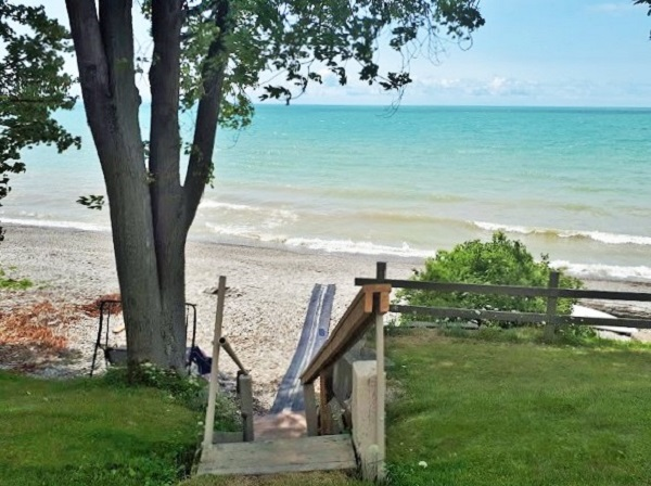 Steps to private beach Walker Cottage Wainfleet