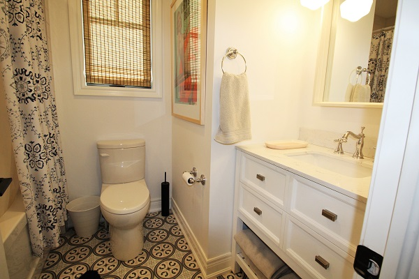 Summer Wind - bathroom - Holiday Homes Property Management - Crystal Beach