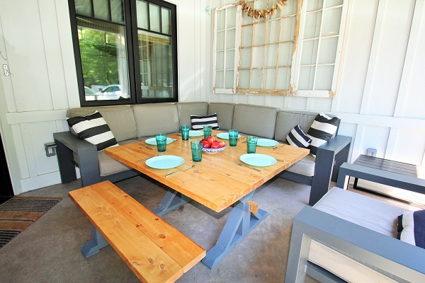 Summer Wind - outside dining 2 - Holiday Homes Property Management - Crystal Beach Cottage rentals