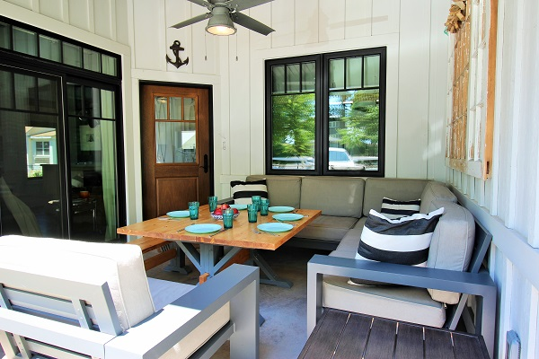 Summer Wind - outside dining - Holiday Homes Property Management - Crystal Beach Cottage rentals