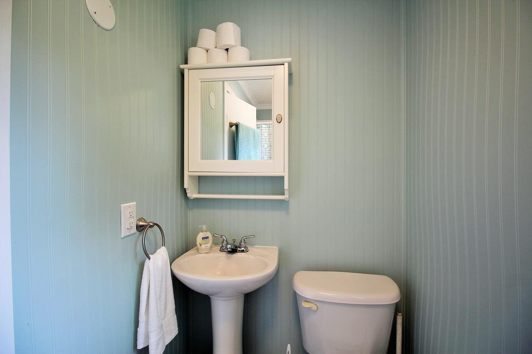 Walker Cottage-bathroom-Wainfleet-HolidayHomesPM
