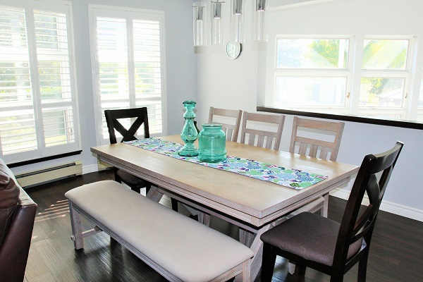 Benchview-Beamsville-dining room-Holiday Homes Property Management