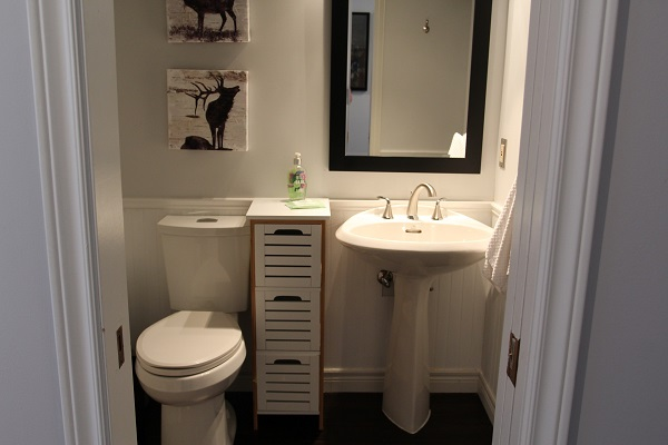 Benchview-Beamsville-downstairs bathroom-Holiday Homes Property Management