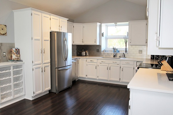 Benchview-Beamsville-kitchen3-Holiday Homes Property Management