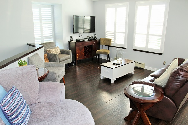 Benchview-Beamsville-living room-Holiday Homes Property Management