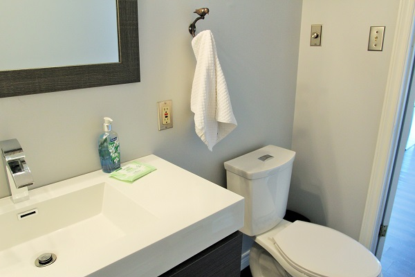 Benchview-Beamsville-main floor 2 piece2-Holiday Homes Property Management