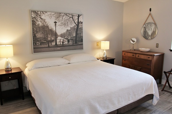 Benchview-Beamsville-main floor bedroom-Holiday Homes Property Management