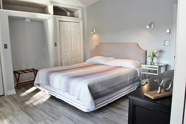 Benchview-Beamsville-main floor master bedroom-Holiday Homes Property Management