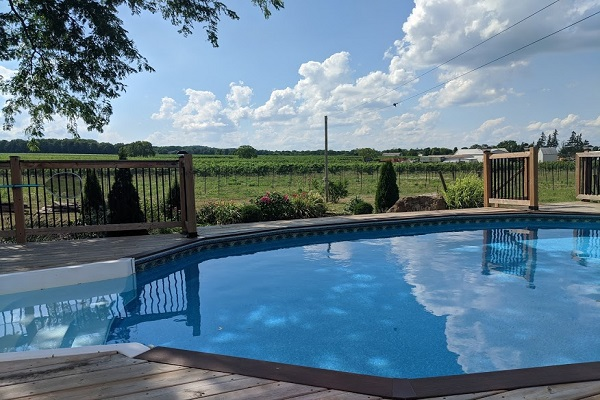 Benchview - Hot Tub, Swimming Pool, King Bed, Bench Brewery Beamsville
