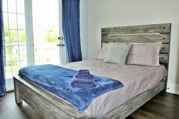 Crystal Clear Cottage-Bedroom 1-Crystal Beach-HollidayHomesPM 600x400