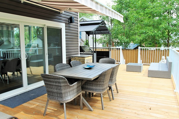 Crystal Clear Cottage-deck-Crystal Beach-HolidayHomesPropertyManagement 600x400