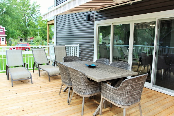 Crystal Clear Cottage-deck2-Crystal Beach-HolidayHomesPropertyManagement 600x400