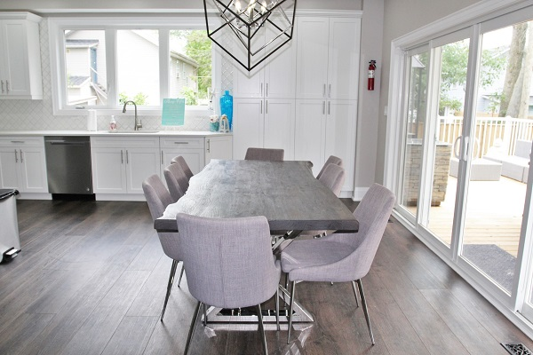 Crystal Clear Cottage-dining room-Crystal Beach-HolidayHomesPropertyManagement 600x400