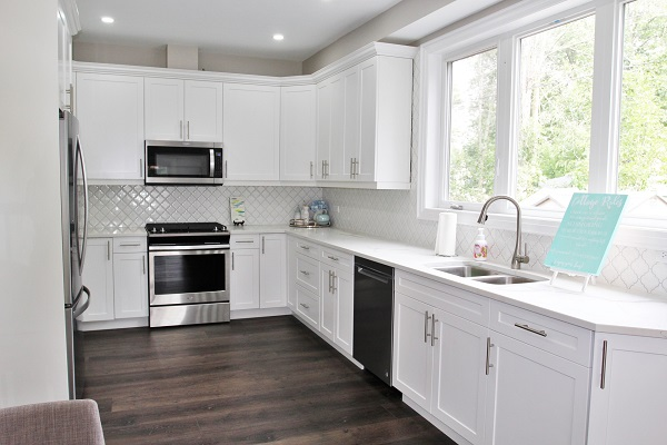 Crystal Clear Cottage-kitchen2-Crystal Beach-HolidayHomesPropertyManagement 600x400