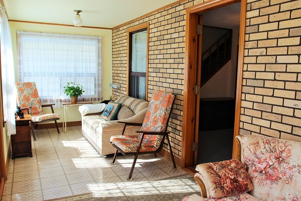 Good Vibrations-Enclosed porch4-Crystal Beach-Fort Erie-Niagara Falls Region-Vacation Rentals-Holiday Homes Property Management 600x400