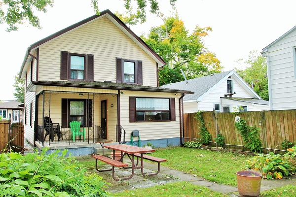 Good Vibrations-back yard2-Holiday Homes Property Management-Crystal Beach-Fort Erie-Niagara Falls Region 600x400