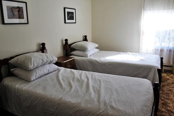 Good Vibrations-bedroom2-Crystal Beach-Fort Erie-Niagara Falls Region-Vacation Rentals-Holiday Homes Property Management 600x400