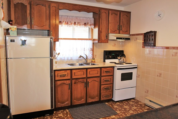 Good Vibrations-kitchen-Crystal Beach-Fort Erie-Niagara Falls Region-Vacation Rentals-Holiday Homes Property Management 600x400