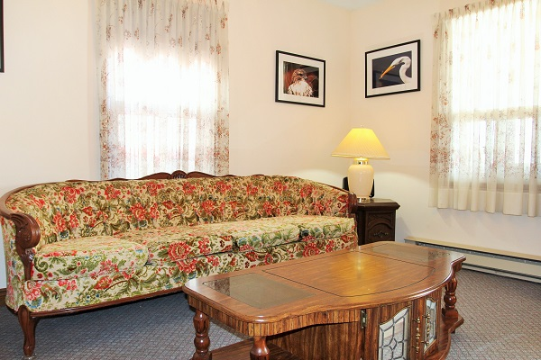 Good Vibrations-living room-Crystal Beach-Fort Erie-Niagara Falls Region-Vacation Rentals-Holiday Homes Property Management 600x400