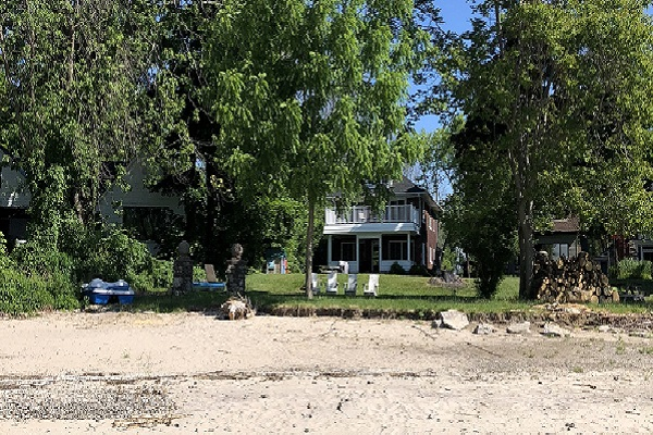 WaverlyPlace-backgarden-Cottage Rentals-Fort Erie-Holiday Homes Vacation Rental Property Management (600x400)