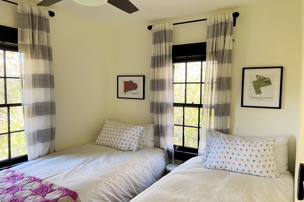 WaverlyPlace-bedroom2-twinbeds-Cottage Rentals-Fort Erie-Holiday Homes Property Management (600x400)