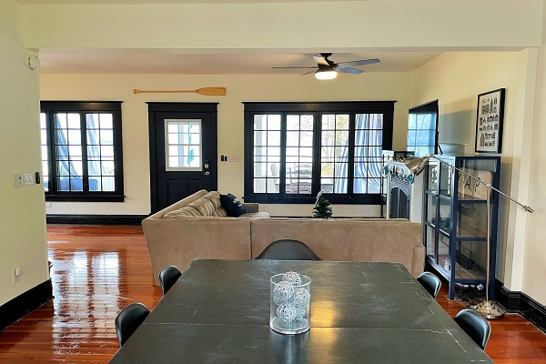 WaverlyPlace-diningroom-Cottage Rentals-Fort Erie-Holiday Homes Property Management (600x400)