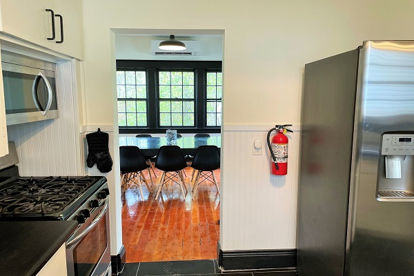 WaverlyPlace-kitchen3-Cottage Rentals-Fort Erie-Holiday Homes Property Management (600x400)