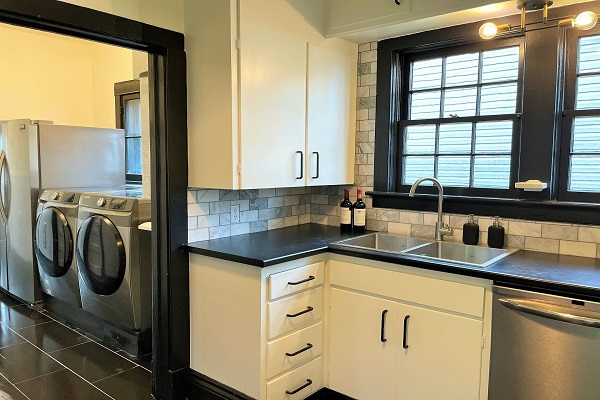 WaverlyPlace-kitchen4-Cottage Rentals-Fort Erie-Holiday Homes Property Management (600x400)