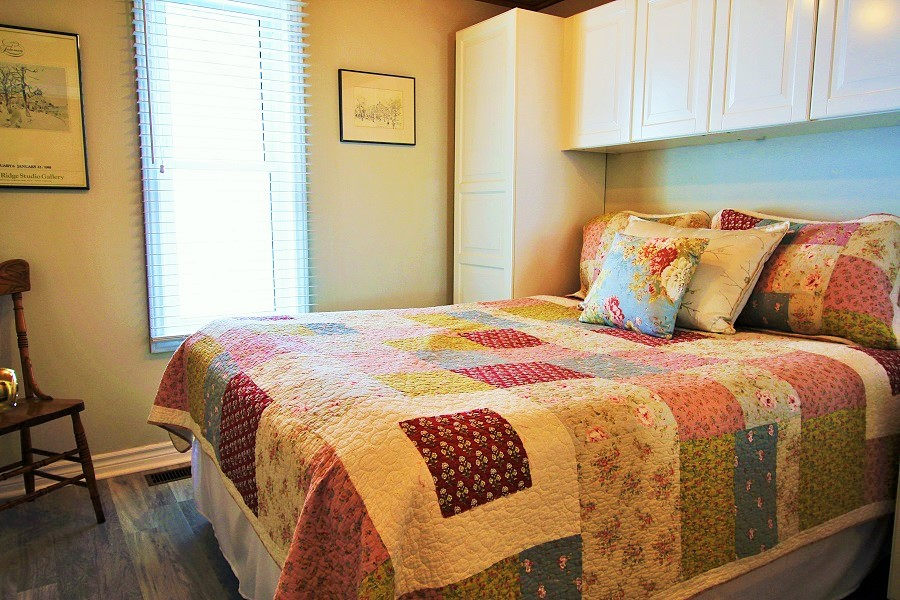 Derby Retreat Bedroom 1 - Crystal Beach Cottage Rentals (900x600) (2)
