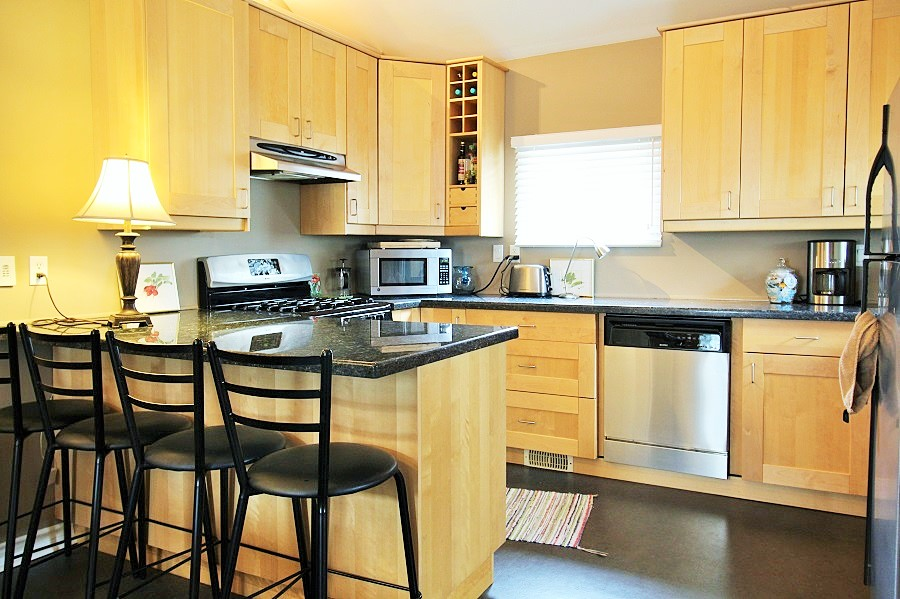 Derby Retreat Kitchen - Crystal Beach Cottage Rentals 2 (2)